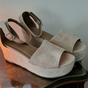 Nude wedge platforms